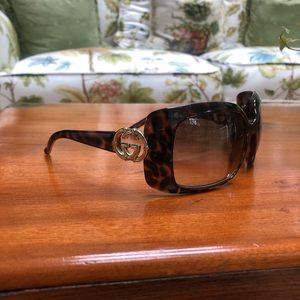 Gucci Sunglasses - tortoise shell